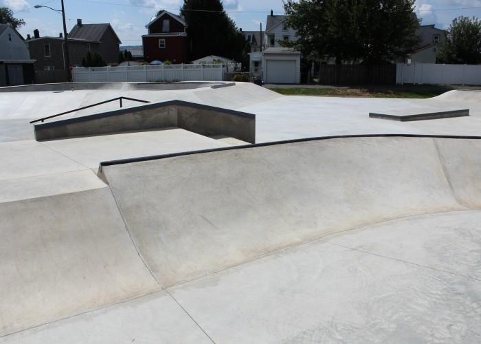 concrete-bank-hubba-rails-bowl